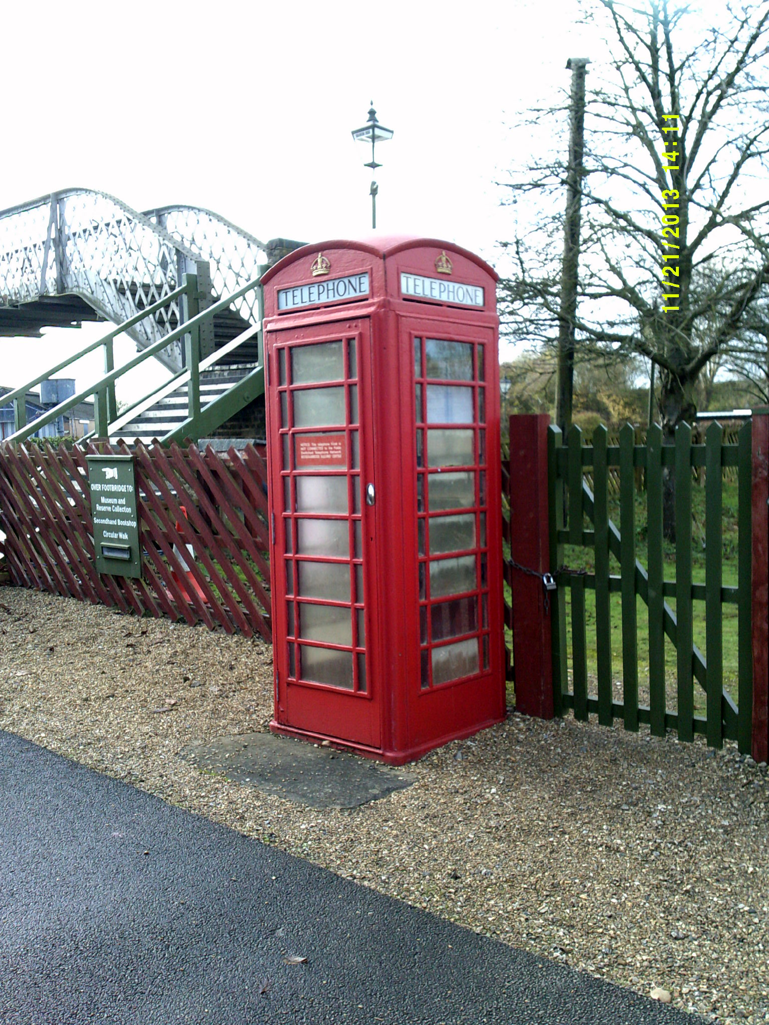 Phonebox01.jpg (786,953 bytes)